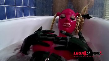 Latex Lucy teases submissive stud in bathtub before riding his veiny cock GP807