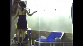 Corno filma escondido traição da sua namorada com o vizinho
