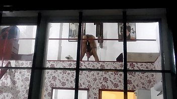 spying on the puton of the new neighbor, take me a surprise, breast that surprised ....
