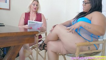 Impeg lesbian sleazy - Squirt queen selah rain vs. queen spit