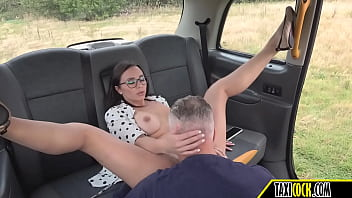 Outdoor Sex With A College Girl With Perfect Body