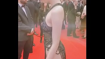 Ngọc Trinh khoe vòng 3 sexy tại Cannes