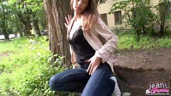 Petite 18yo Missy masturbating in skinny jeans 6分钟