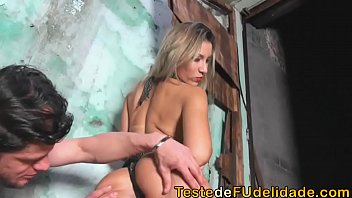 Sexo na escada com loira gostosa
