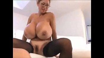Asian big tit MILF fucking son's friend - Full vid at gohotcamgirls.com Vorschaubild