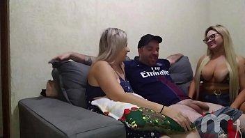 Mônica Lima grávida de 2 meses convida a Rafaella Denardin para transar com o seu irmão mas deu ruim e ela acabou tendo que chamar um pau de verdade. صورة