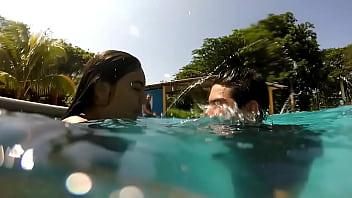 Lo hacemos en piscina pública y se moja 2 veces