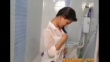 Superbad xxx sceene Xxxmaal.com -hot girl seductive looks bathing sceen