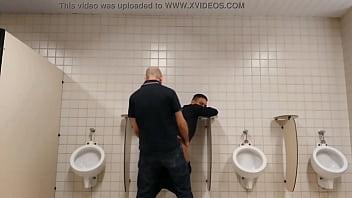 """Homem casado come adolescente 18 anos no banheiro Público  - Conteúdo Exclusivo! WWW.GAROTOLUCAS.COM.BR <span class=""""duration"""">65 sec</span>"""
