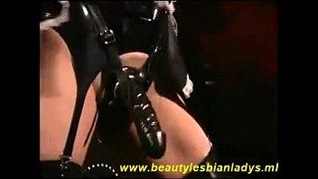Сексуальные дамочки с резиновыми членами