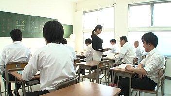 声が出せない絶頂授業で10倍濡れる人妻教師 南條れいな