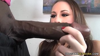 Hailey Brooke Takes Mandingo'_s Black Dick