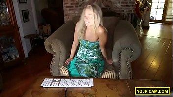 Convincing Stunning Teen Blonde To Masturbate On Cam