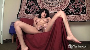 Yanks Babe Jiselle Vibes On Her Clit