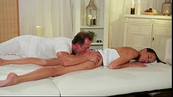 Hot ass babe gets rimjob from masseur thumbnail
