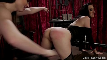 Domme transsexual Tranny rimming and anal fucking brunette