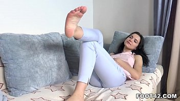 Oktavia's Boyfriend Worships Her Toes