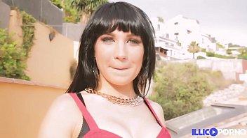Valena Ri f ses débuts dans le porno