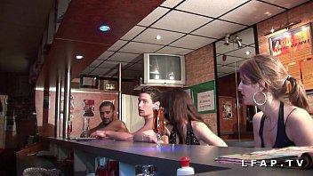 Strip clubs in kenner la 2 jeunes et jolies francaises vont se faire demonter dans un club libertin