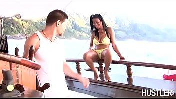 Lana Paes na ilha paradisiaca