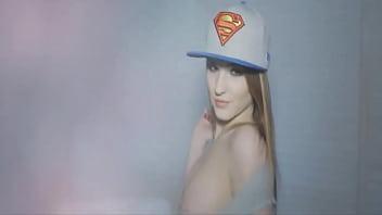 Superman tgp - Quien es la chica con gorra de superman