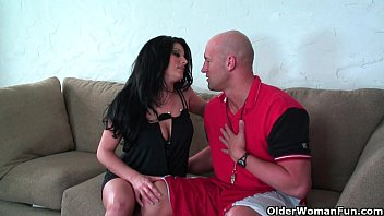 Mom fucks soccer coach - Soccer milf erin marxxx knows how to handle a hard cock