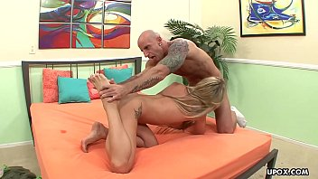 Amy Brooke is a footjob queen who likes hardcore sex