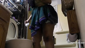 Porn tube hormn shower maid son South indian maid cleans and showers hidden camera
