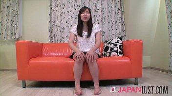 Curvy Teen Beauty Presents Her Pussy - JapanLust