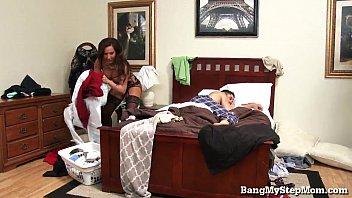 Horny Guy Goes Balls Deep In His Stepmom pornhub video