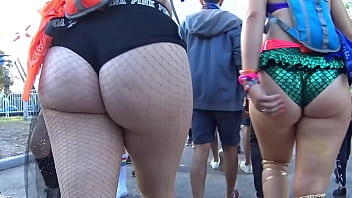 Ass is hurting - Big asses in the wild part 3