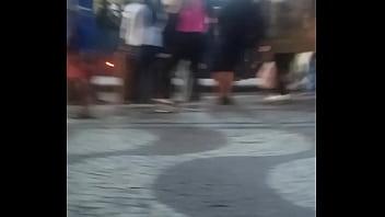 MORENA MUITO GOSTOSA DE LEG NO PONTO DO ÔNIBUS- BR