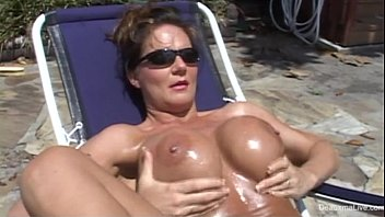sexy mature in chick bikini
