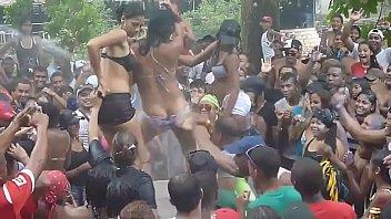 Mujeres Se Desnudan  En Carnaval Panameã±o - 2014
