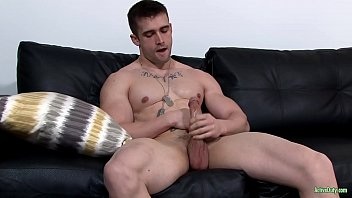 Gay eyes 4 straight guys Activeduty beat off time 4 str8 muscled army hunk