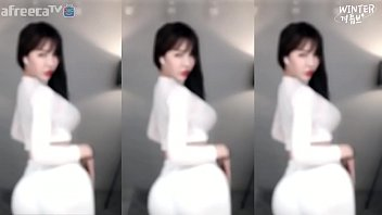 """韩国主播BJ冬天巨乳白色紧身衣热舞@微信订阅号""""91公社"""""""