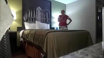 Marido deixou a câmera ligada e flagrou a esposa com o filho da vizinha - https://bit.ly/2RScsos