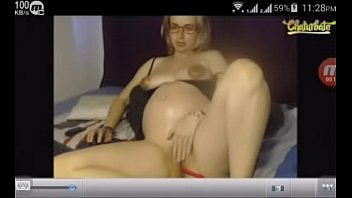 pregnant woman live can show.