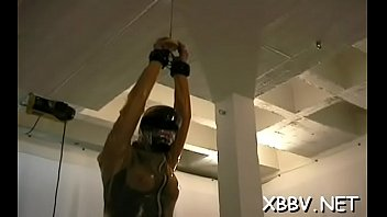 Chick gets mangos tied hard in complete bondage show