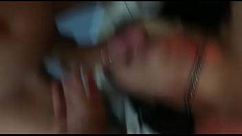 Novinha esgasgando na garganta profunda com pau grande thumbnail
