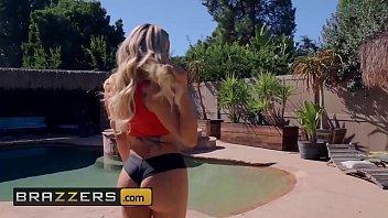 (Olivia Austin, Ricky Johnson) - Poolside Fucking - Brazzers
