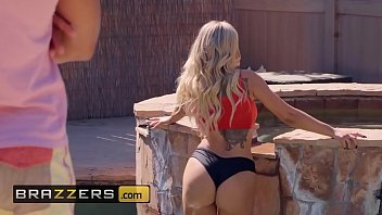(Olivia Austin, Ricky Johnson) - Poolside Fucking - Brazzers
