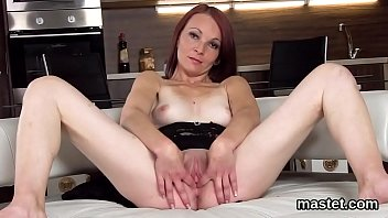 Flirty czech sweetie gapes her narrow cunt to the special