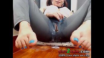 Yoga Pants Squirting Into Glass - WWW.SLUT2CAM.COM thumbnail