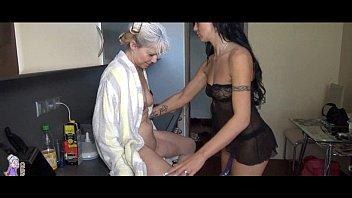 Old Lesbian Granny fucking in the kitchen porno izle