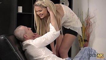 Pornhub cu o blonda penetrata tare de bunicul ei barbos cu chef de viata