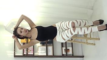 公众号【福利报社】口袋女孩御姐媚眼吊带连体衣性感写真