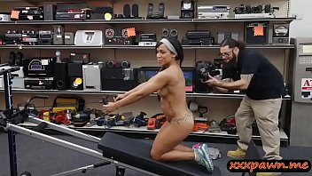 Muscular chick gives head and pounded at the pawnshop