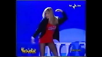 Italian upskirt Simona tagli - stacchetto vestitino rosso 1