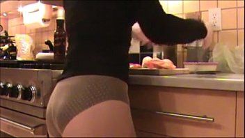 Mom cleans kitchen in Pantyhose